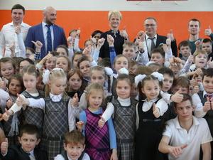 Олимпийская чемпионка Светлана Хоркина открыла спортзал в школе Нижнего Новгорода