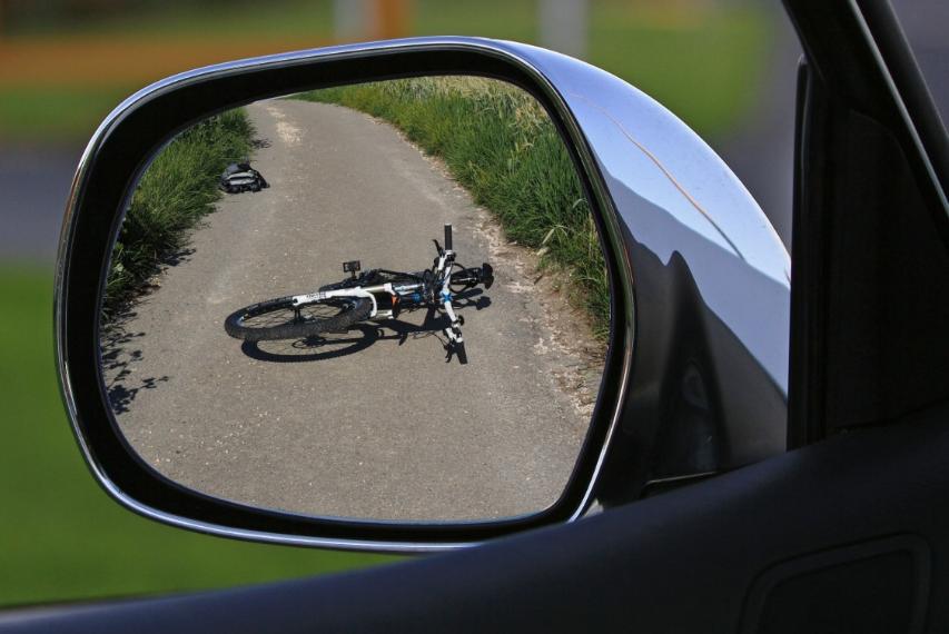 В Советском районе водитель иномарки сбил сразу трех велосипедистов - фото 1