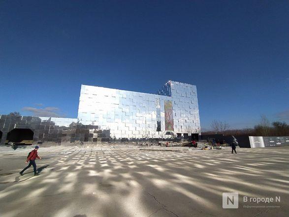 Первый павильон Нижегородской ярмарки превратили в зеркальные кубоиды - фото 7