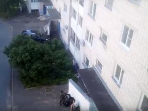 Саровские подростки решили пострелять из оружия во дворе жилого дома