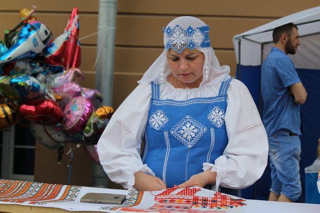 Нижегородцы вышили 25-метровый «Рушник дружбы» в День России - фото 19