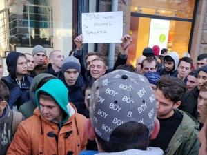 Первый в России покупатель iPhone XS потерял деньги в очереди