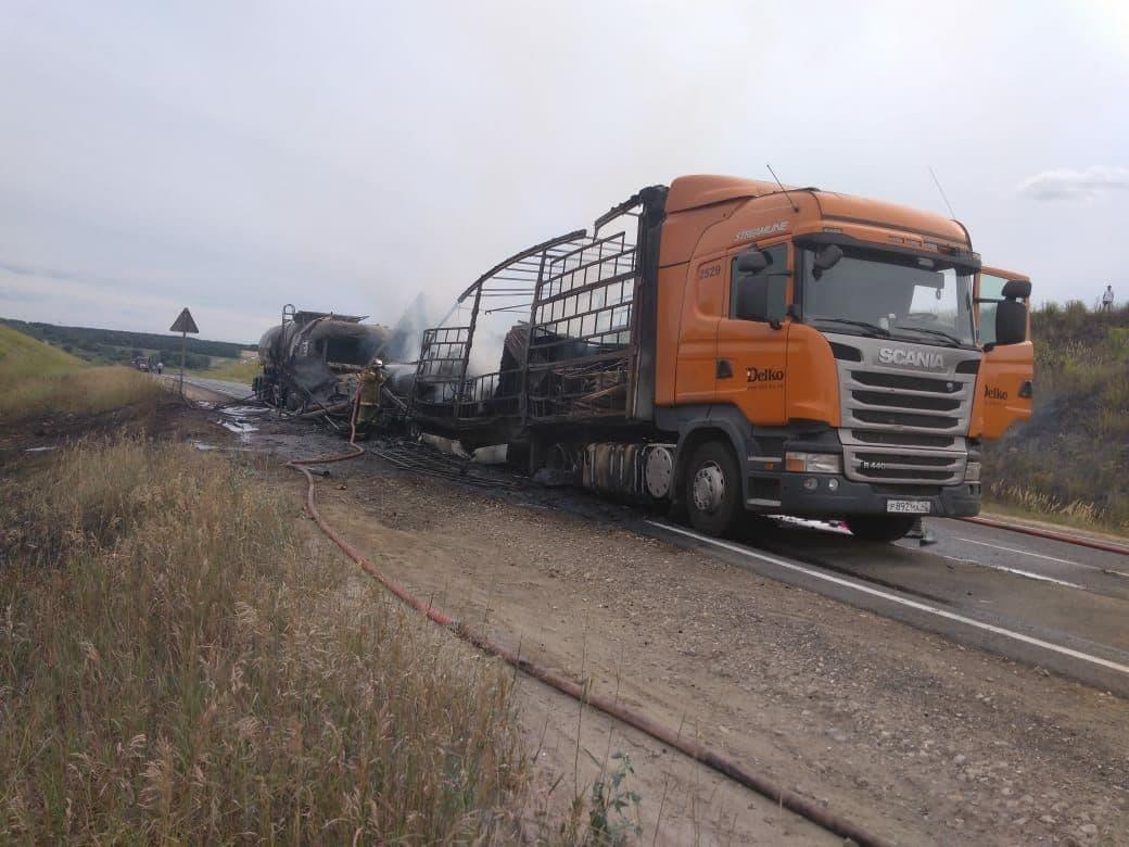 Один человек погиб в столкновении трех грузовиков в Кстовском районе - фото 1