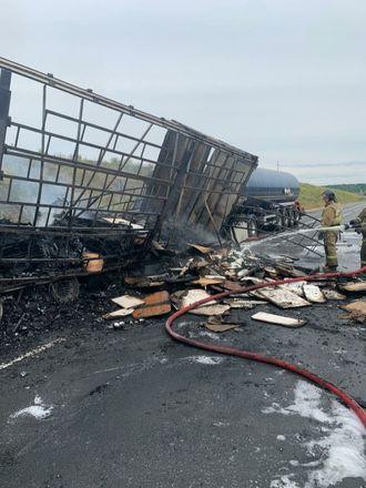 Один человек погиб в столкновении трех грузовиков в Кстовском районе - фото 2