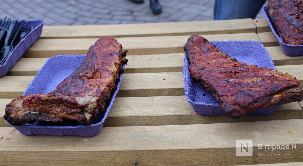 Чемпионы по поеданию ребрышек съели порцию за три минуты в Чернопрудском сквере - фото 2