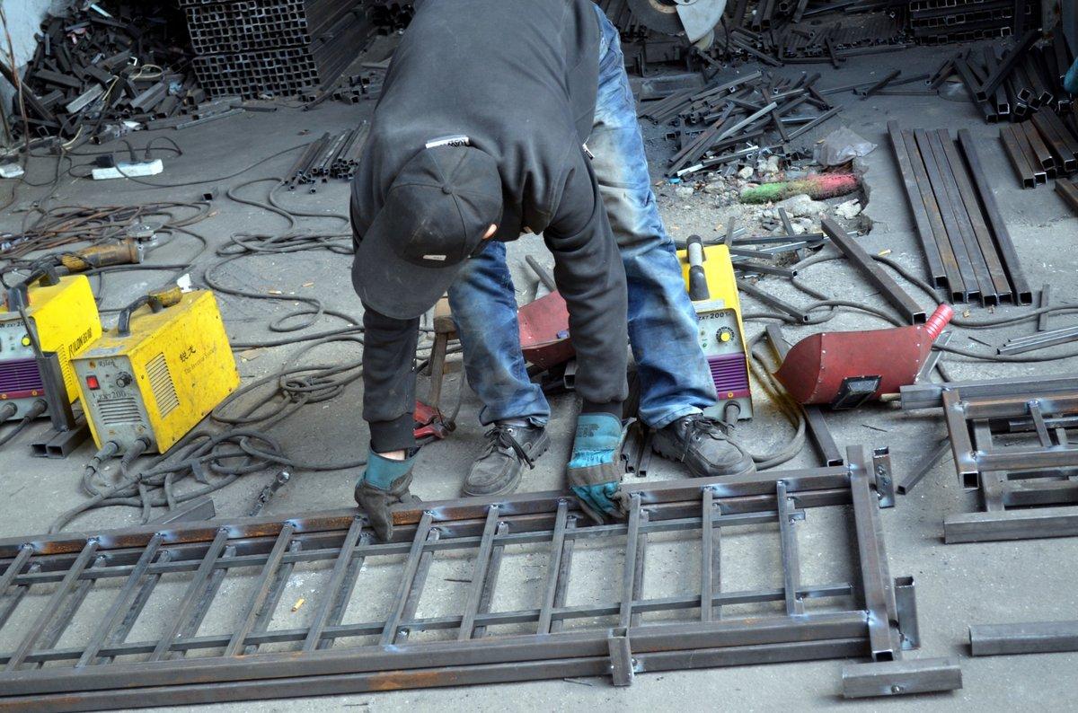 Газосварщика травмировало строительными лесами на предприятии в Дзержинске - фото 1
