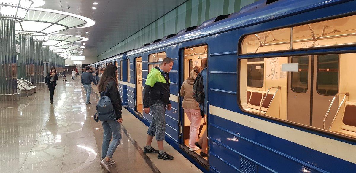 На станции метро «Стрелка» заработала сотовая связь - фото 1