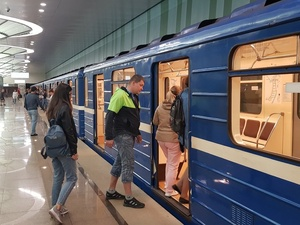 На станции метро «Стрелка» заработала сотовая связь