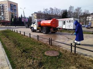 Большую дезинфекцию провели коммунальщики в сквере в центре Сормова
