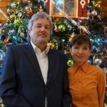 За уникальной нижегородской елочной игрушкой «гоняются» коллекционеры, - руководители фабрики «Ариель» Аркадий Гаранов и Елена Терсинских