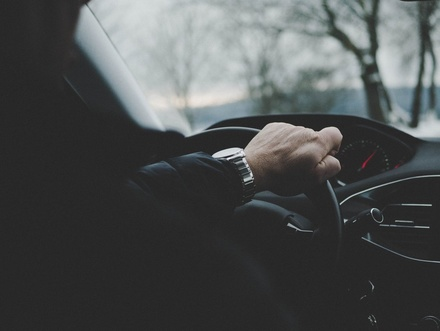 Эти неформальные жесты водителей полезно знать каждому автовладельцу