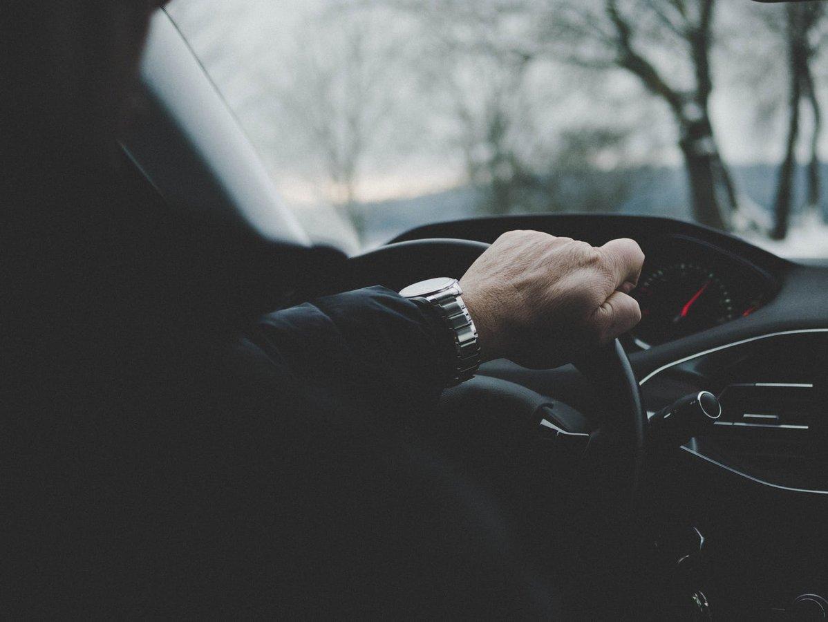 Эти неформальные жесты водителей полезно знать каждому автовладельцу - фото 1
