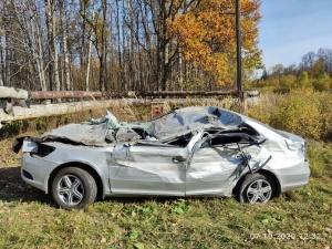 Соцсети: в Сарове автомобиль врезался в кран и вылетел с дороги