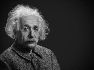 Почему Эйнштейн показал язык фотографу?