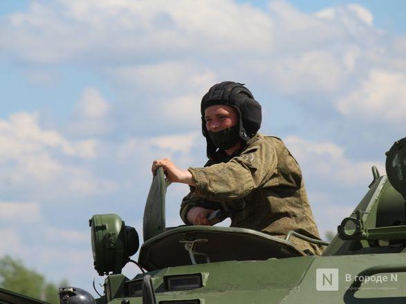 Танкисты в масках: первая репетиция парада Победы прошла в Нижнем Новгороде - фото 37