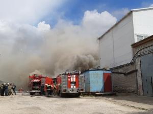 Склад с полиэтиленом загорелся в Дзержинске