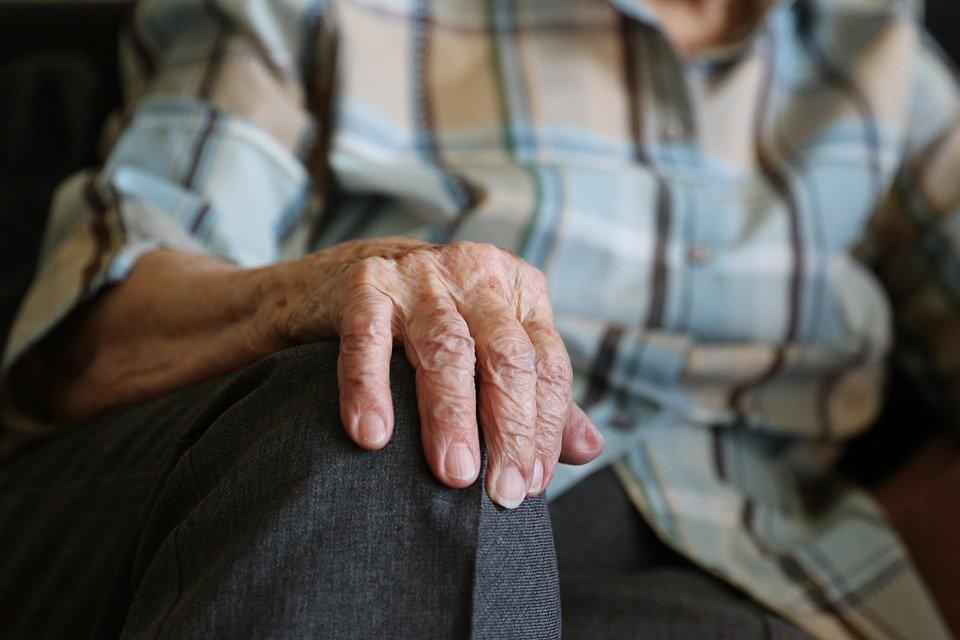До скольки лет пенсионер может водить машину? - фото 1