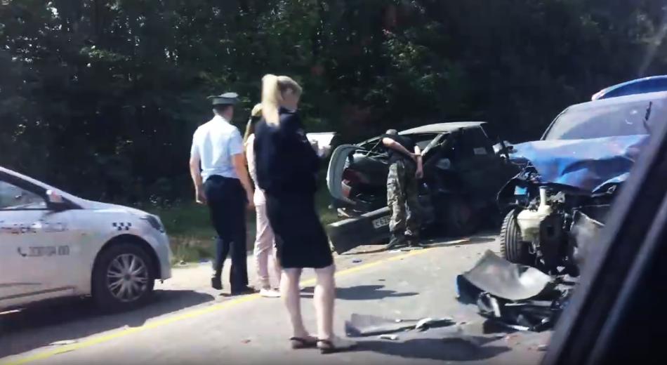 Четыре человека получили травмы в столкновении трех машин на богородской трассе - фото 1