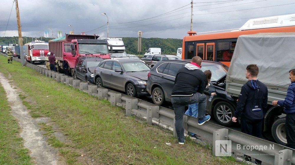 Стала известна причина столкновения восьми автомобилей на Мызинском мосту - фото 1