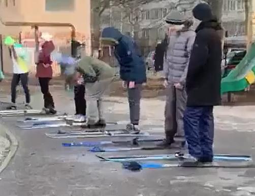 Ошибка педагога: нижегородские школьники вышли на лыжах на урок физкультуры в +11°С