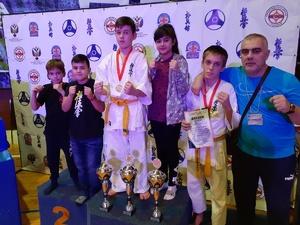 Три юных нижегородца победили в межрегиональном турнире по каратэ