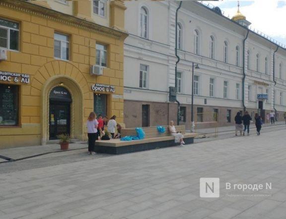 Лавочки начали устанавливать на улице Большой Покровской - фото 1