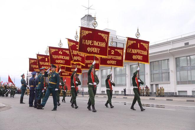 Парад Победы проходит в Нижнем Новгороде - фото 4